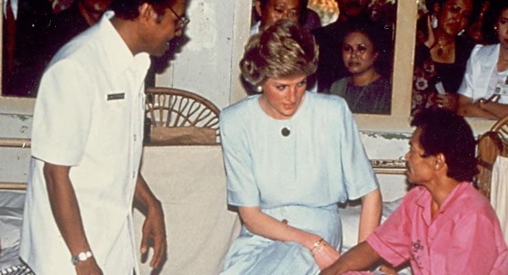 Diana, walesi hercegnő Anandabanban (Nepál), a Nemzetközi Lepramisszió egyik kórházában.